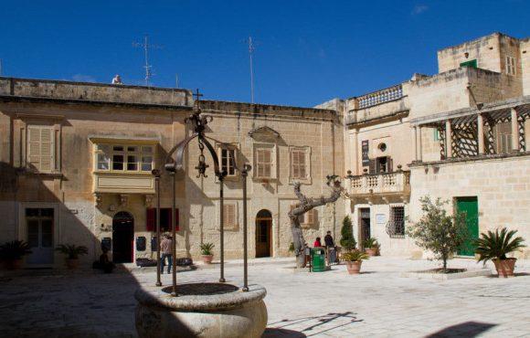 Pjazza Mesquita in Mdina